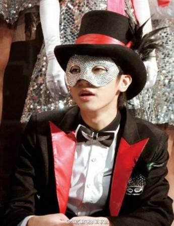 神秘歌手回音哥终于要露脸了 参加《蒙面歌手》之后首开直播!