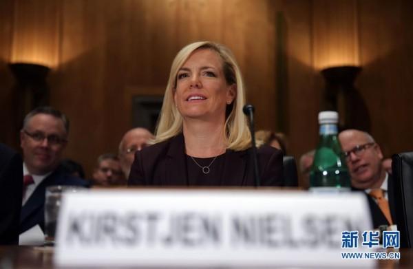 11月8日,克尔斯滕?尼尔森在美国华盛顿国会山出席听证会.图片