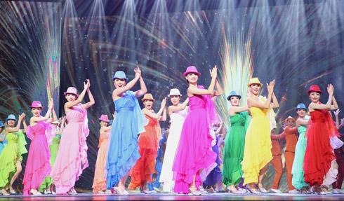 组图:海南举办专场文艺演出喜迎欢乐节