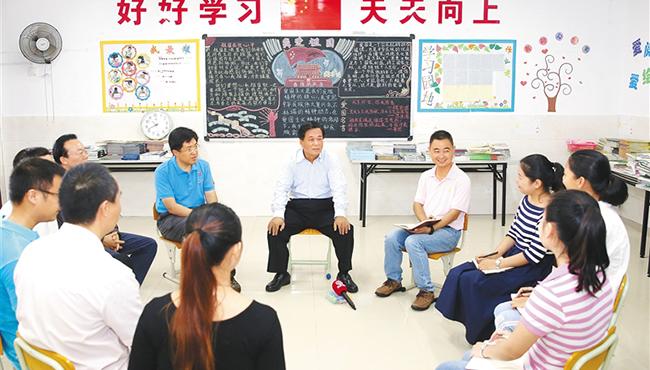 田湘利在三沙市永兴学校宣讲十九大精神