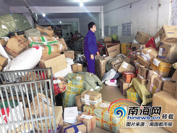 """三亚市民反映""""双11""""网购商品收不到 快递公司:爆仓送货慢"""