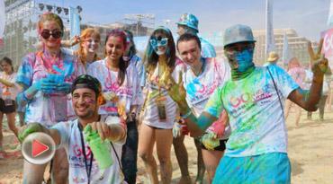 椰视频  逾千名中外青年陵水参加彩色泡泡跑
