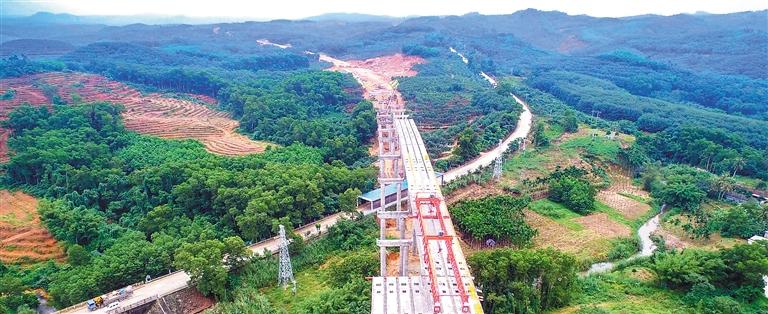 海南重点公路建设项目倒排工期 琼乐高速确保明年建成通车