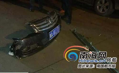 事发海口!轿车横冲直撞连伤4车1人 肇事司机被热心群众控制