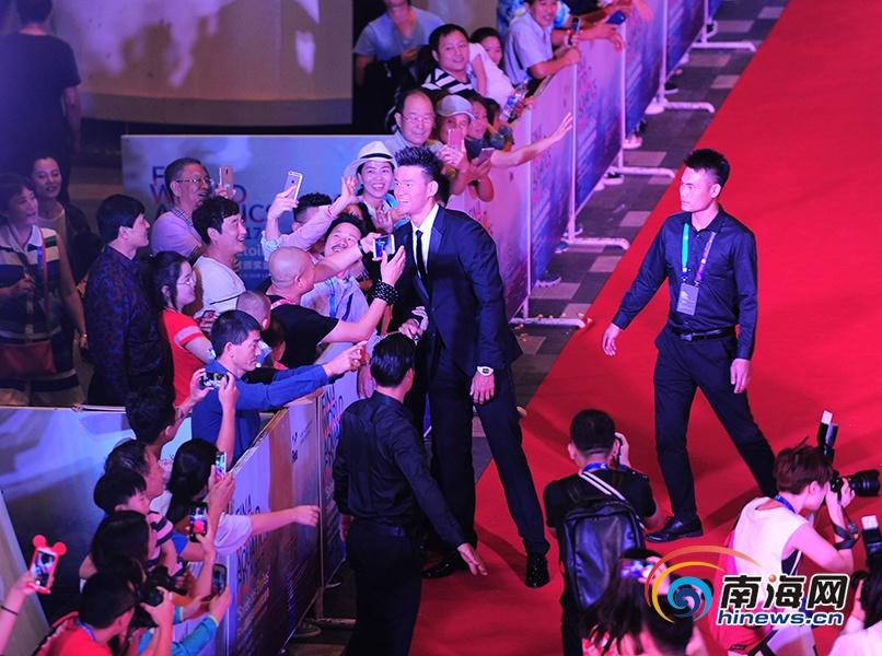 【椰年度】孙杨获国际泳联颁发的视频中国v年度视频千食鲛图片