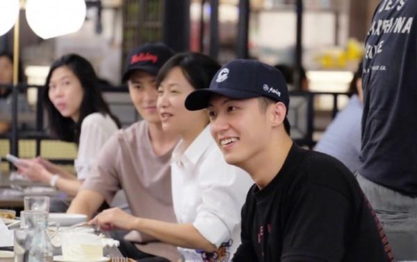 黄景瑜新剧泰国杀青 徐静蕾探班现场