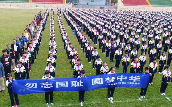 海口千名青少年集体默哀 祭奠南京大屠杀遇难同胞