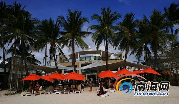 中外游客在菲律宾长滩岛游玩.三亚旅游委供图