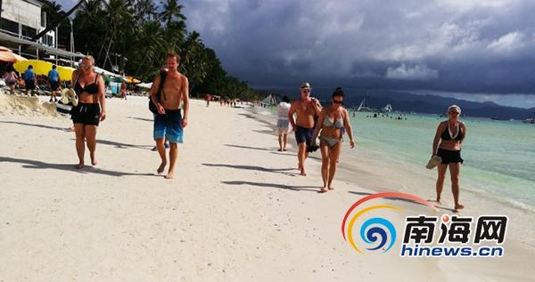 """600余名游客乘""""中华泰山号""""邮轮感受菲律宾风情"""