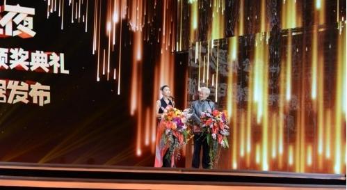 2018闪耀跨年,中国黄金发表电影宣言:电影我们的新时代!张鼎文这是图片