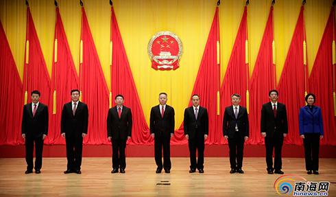 新一届海南省政府领导班子与记者见面