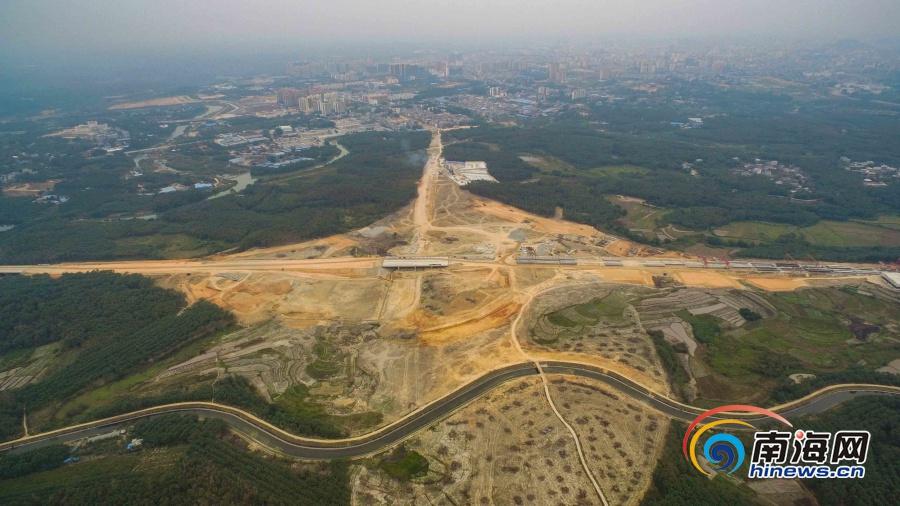 儋州至白沙高速公路开始路基清表