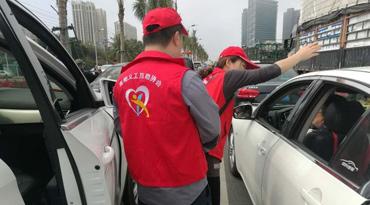 海南义工持续60小时提供服务 温暖滞留旅客