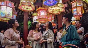 """""""汉服girl""""海口闹元宵引围观:为宣传继承传统文化"""