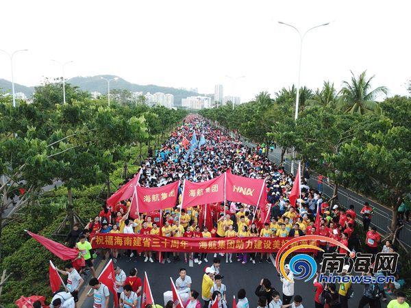 <b>海航团委组织青年员工和志愿者参与海南(三亚)国际马拉松</b>
