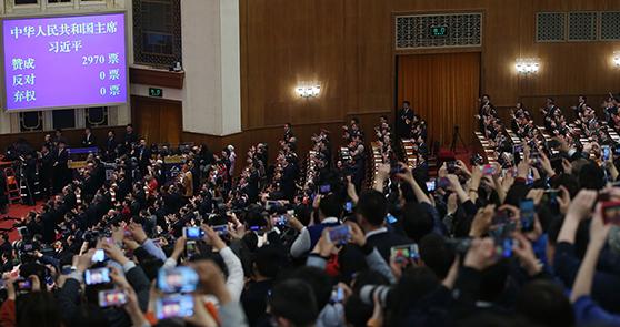 习近平全票当选为国家主席、中央军委主席