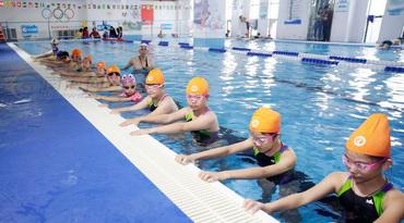 游泳课开课啦!海南首个小学校园泳池投入使用