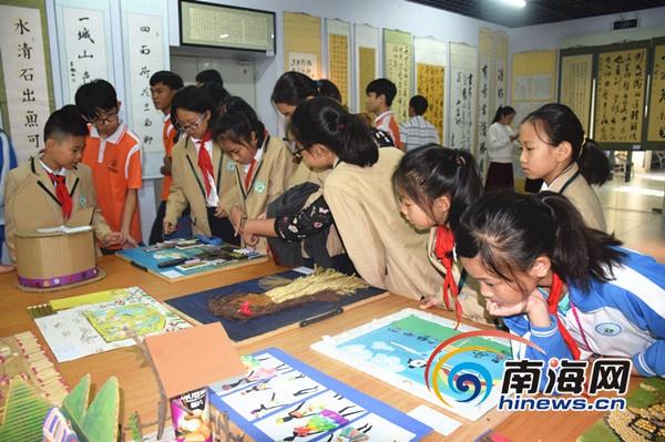 书法,摄影,手工艺作品等200余件作品惊艳亮相,不仅丰富了校园文化生活