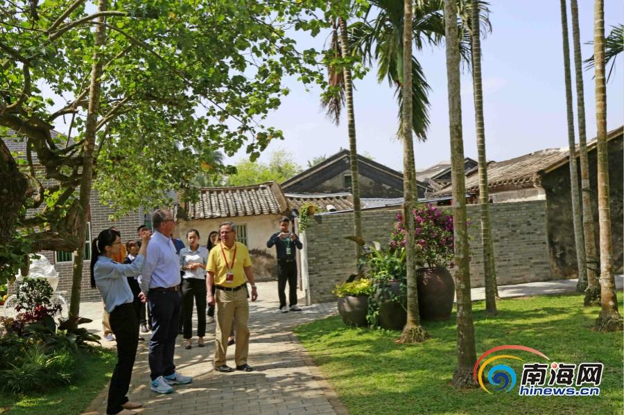 组图 | 博鳌南强村特色民居吸引外宾游览