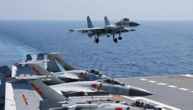 海军航母编队在南海开展持续实兵对抗训练