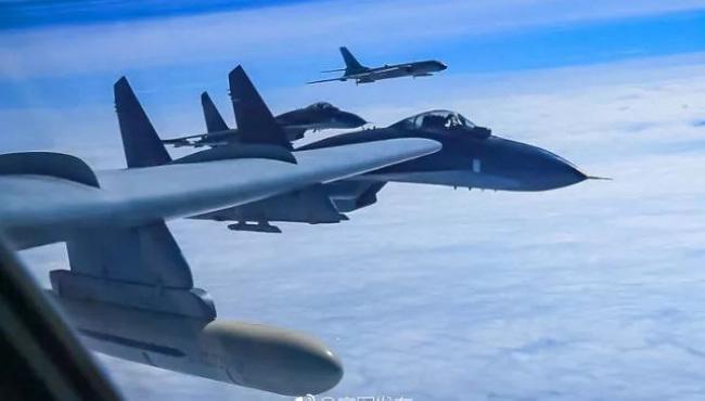 中国空军轰-6K等多型战机远洋训练战巡南海