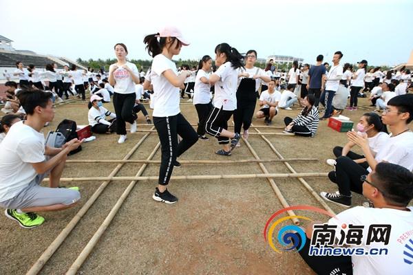 海南师范大学500多名学生热情投