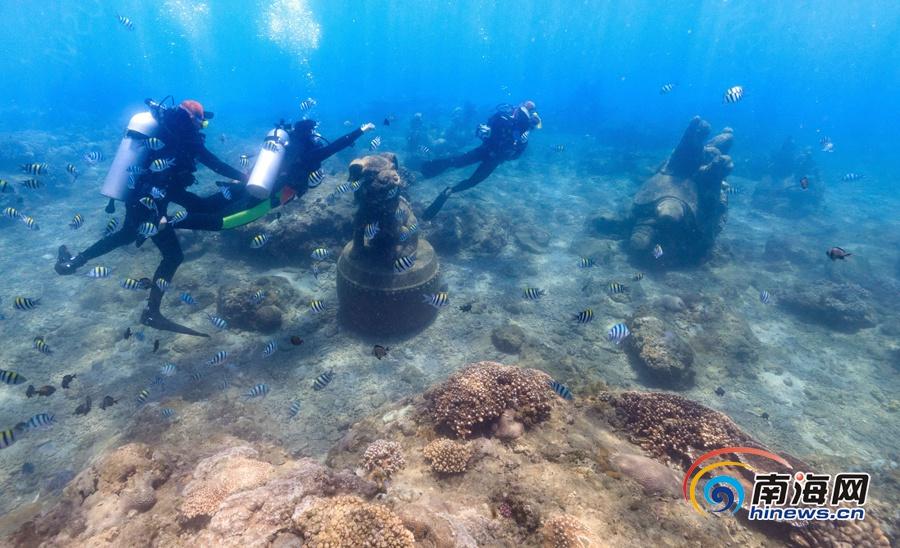 高清组图:水下拍摄游客在陵水分界洲岛体验潜