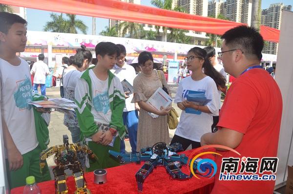 2019年海南职业教育活动周开幕海南软件职业技术学院展区获赞