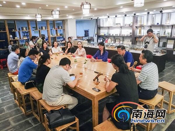 """<b>梅国云·笔外意象公益活动举行用""""心""""关注校园安全</b>"""