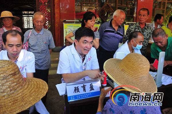 定安县医共体专家下基层为民义诊送健康