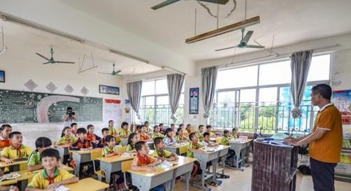 儋州市红岭学校建足球特色学校 为高一级学校输送专业人才