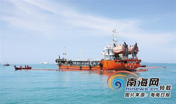 三亚举行海上防污染综合应急演习