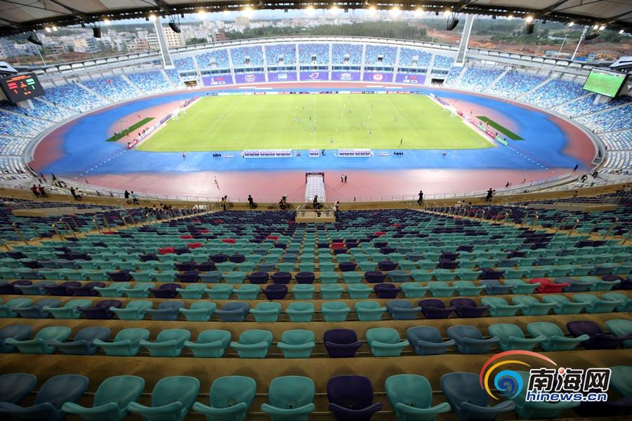 海口五源河迎来首场国际足球赛 上海申花0比2不敌澳洲劲旅