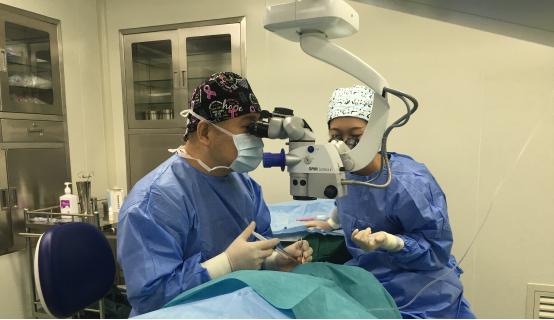 海南眼科新突破首例ICLV4c晶体植入手术顺利完成