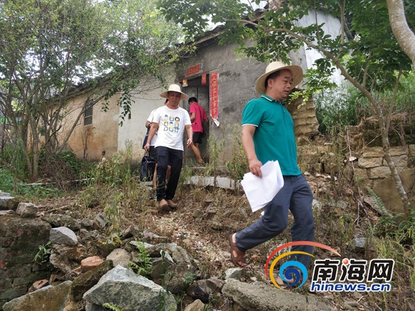 """儋州和庆驻村扶贫工作队""""一天当两天""""用尽心尽力助村民脱贫"""