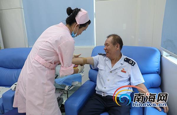 "<b>儋州""献血大王""洪卫球:14载总献血量超两个成年人血量</b>"