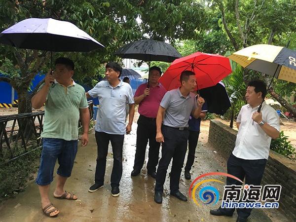 三亚市旅游委考察抱前村 推进旅游扶贫工作
