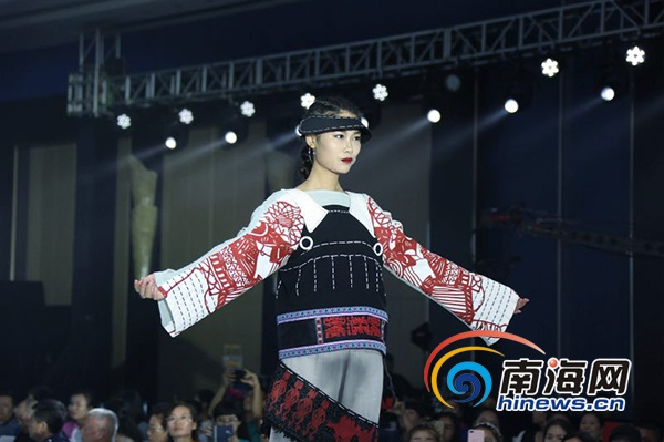 """""""黎母""""设计元素与流行服装面料的融合,经典黑白色融入苗族图腾的"""