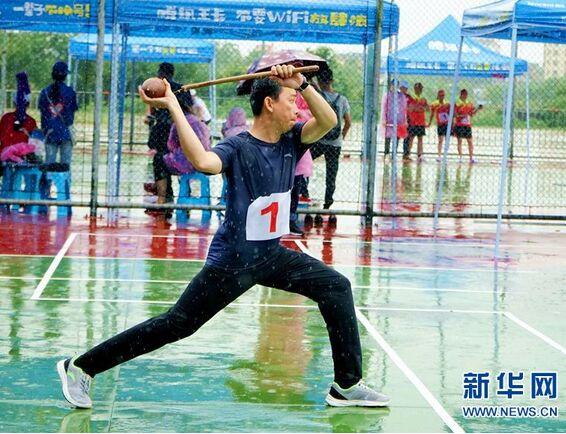 雨中陀螺! 海南省第六届民族运动会上顽强拼搏的运动健儿