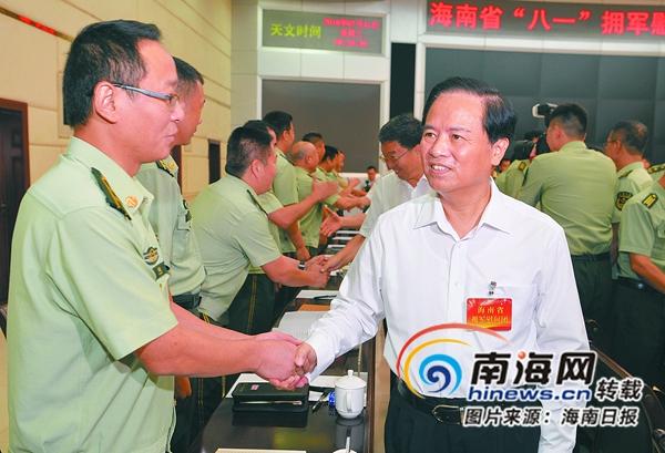 """刘赐贵率海南省""""八一""""拥军慰问团在海口慰问"""