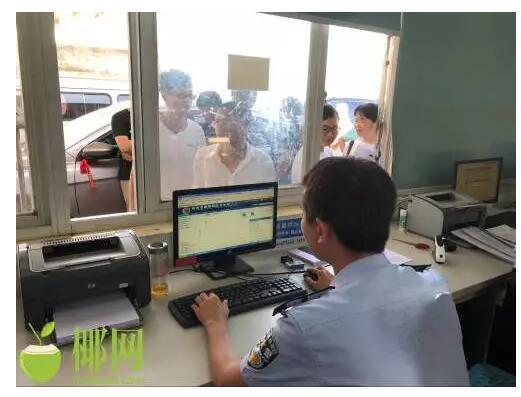 視頻|海口車管所小客車恢復上牌首日:有人凌晨四點就來排隊