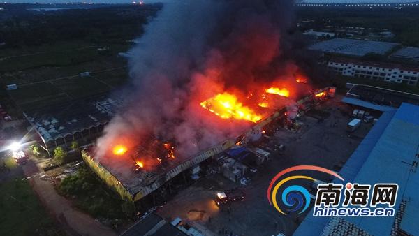 椰视频|海口椰海大道一农业示范园仓库大火消防官兵全力扑救