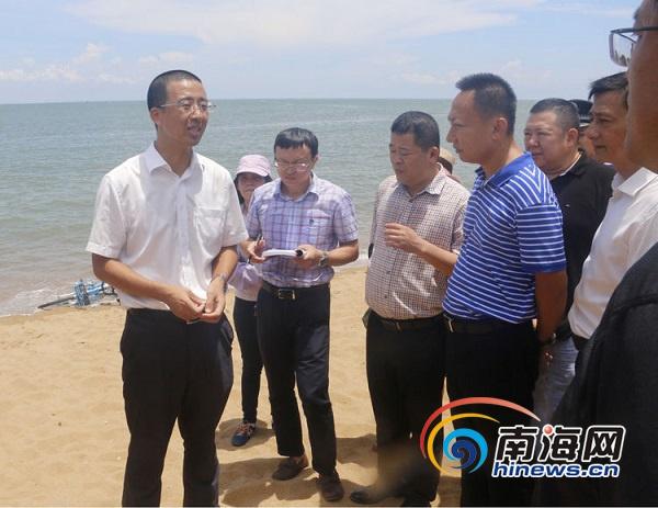海口美兰区对白沙门海滩加强安全隐患整治将清理沙中木签