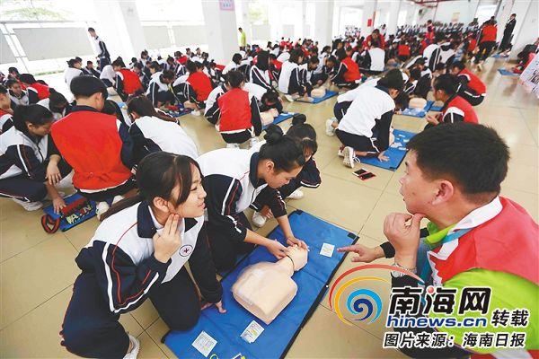 <b>海南百余名医务人员首次接受中国版心肺复苏培训</b>