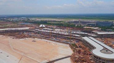 航拍美兰机场二期项目 预计明年十月投入使用
