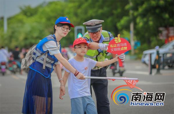 三亚交警联合多部门开展文明交通志愿服务主题活动