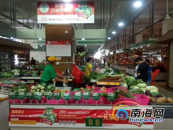 """海口菜篮子农贸市场公益摊位升级""""一抹红""""便于市民找寻"""