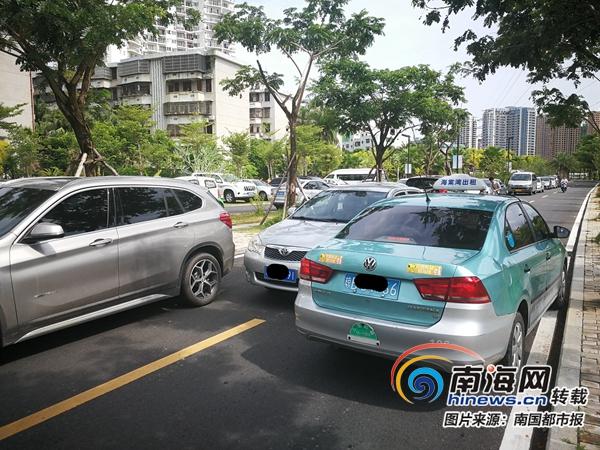 """<b>三亚一道路成""""停车场""""交警:路未命名乱停无法处罚</b>"""