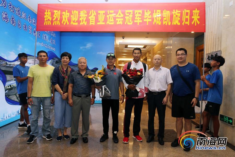 南海网专访|亚运会帆板冠军毕焜载誉回琼分享夺冠背后故事