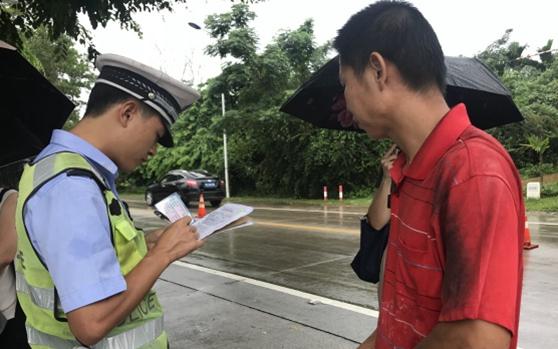 保亭交警开展道路交通安全专项整治 严查违法行为